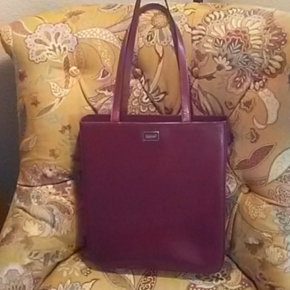 f3a77db51 Burberry Handbags - Authentic Vintage Burberry Tote Burgundy